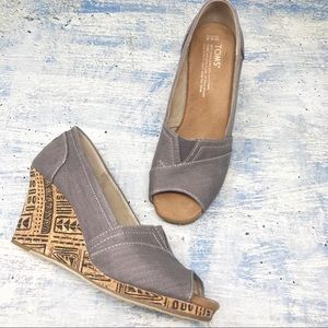 TOMS Women's Gray Peep Toe Wedges Size 6.5
